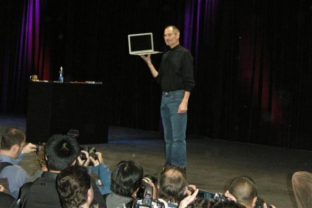 """Se cauta un Steve Jobs priceput la ,,stand-up academic"""". Motivatia Millennials la raport"""