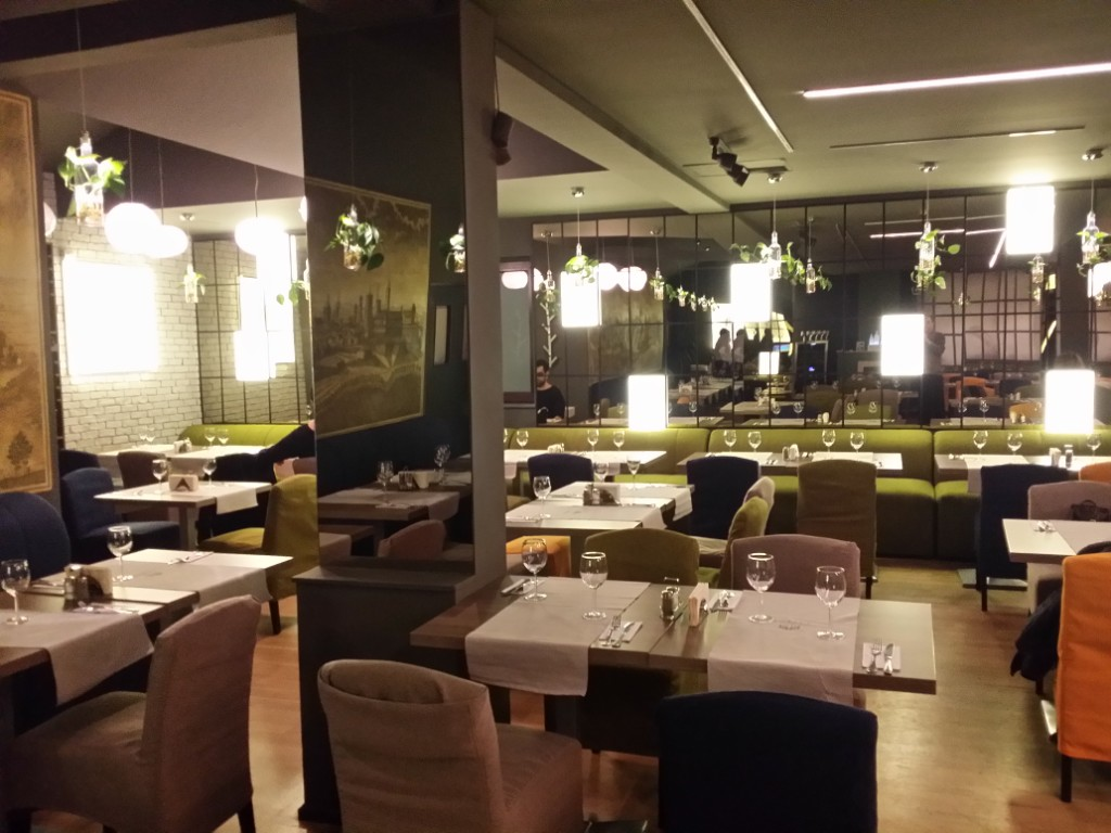 Lifestyle - Review George Butunoiu: Un restaurant conservator