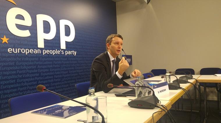 """Siegfried Muresan, eurodeputat: Suntem condusi de un premier de care lumea civilizata fuge. Tanase este """"nefrecventabil"""""""