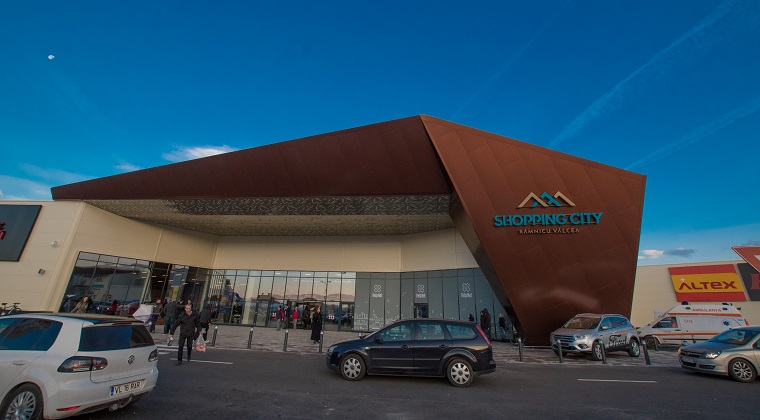Shopping City Ramnicu Valcea, edificat pe terenul unei foste fabrici de mobila. Ce retaileri sunt in mall?