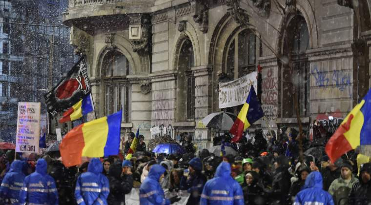 Mihai Sora si Gabriel Liiceanu se alatura strangerii de semnaturi pentru a modifica Constitutia, astfel incat persoanele condamnate penal sa nu mai poate ocupa functii publice