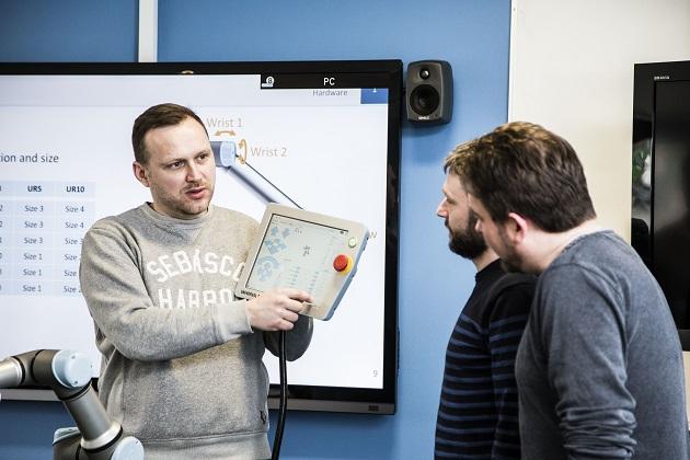 Companii - (P) Cum poate un start-up sa foloseasca robotii colaborativi pentru a fi competitiv. 5 mituri despre coboti