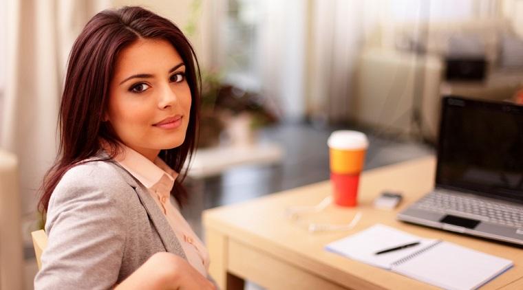 """Cate femei conduc companii de top? In Romania, cele mai puternice femei CEO vin din """"import"""""""
