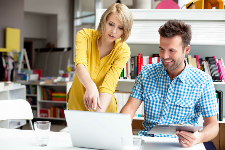 7 job-uri pe care le poti face de acasa fara investitii mari