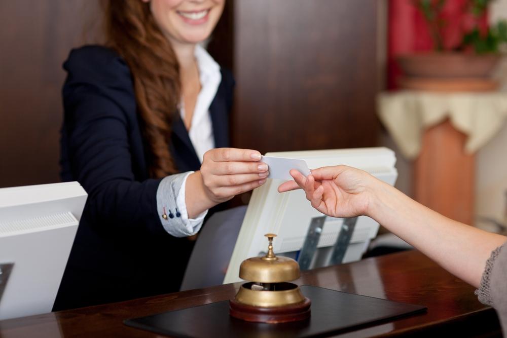 cum-au-evoluat-salariile-in-turism-si-ce-beneficii-extrasalariale-primesc-angajatii