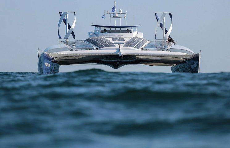 toyota-trimite-la-test-o-barca-ce-functioneaza-pe-baza-de-hidrogen-si-este-autonoma