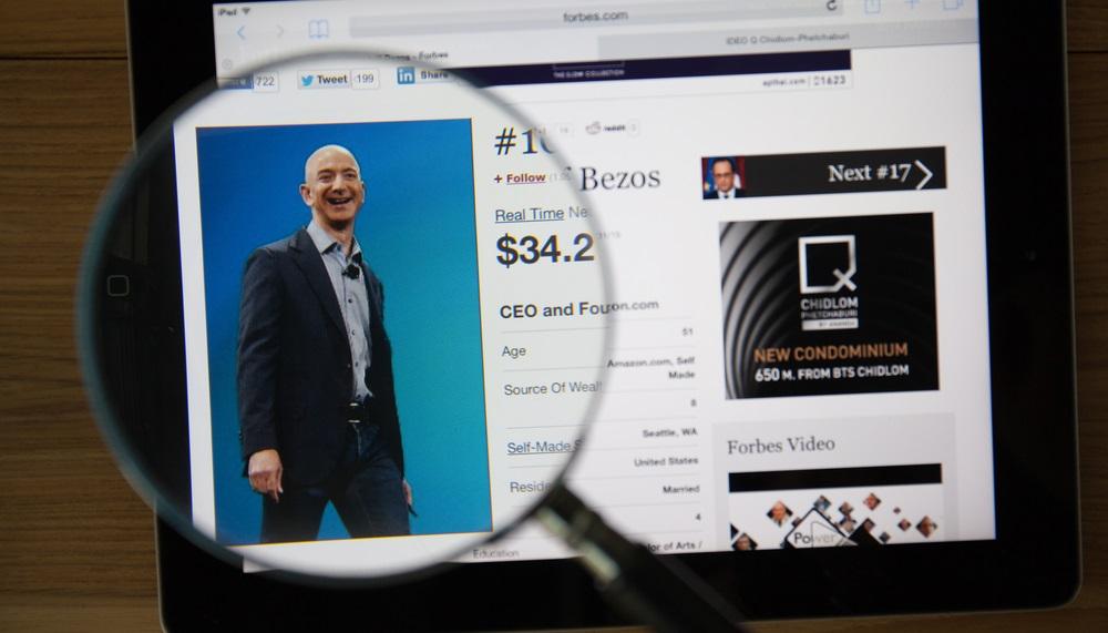 Jeff Bezos devine cel mai bogat din istoria moderna a lumii, cu o avere de 150 mld. dolari