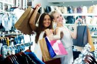 Romanii iubesc moda: mai bine de jumatate dintre ei isi cumpara haine de mai multe ori pe luna, iar 40% aloca peste 300 de lei pentru shopping
