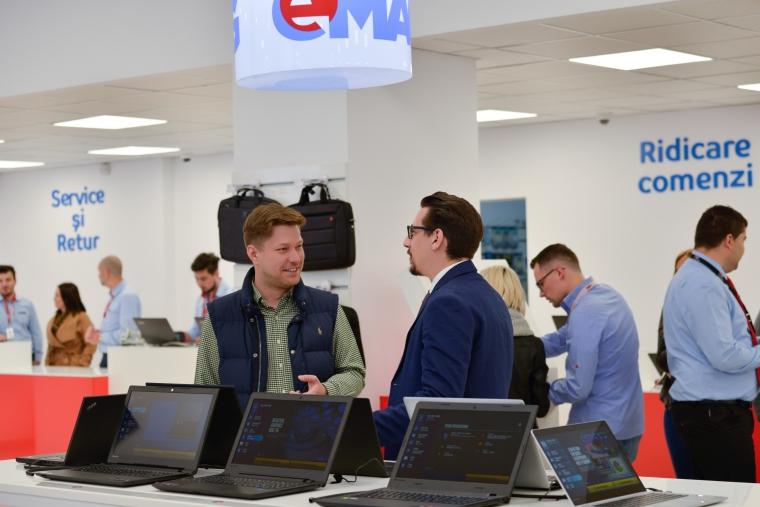 eMAG inaugureaza la Pitesti primul showroom in care este disponibil serviciul eMAG Express