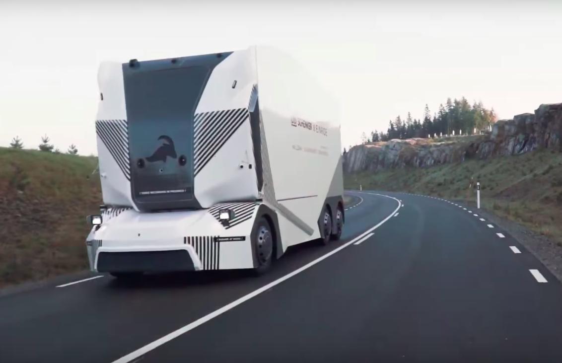 video-un-camion-electric-fara-sofer-circula-pe-drumurile-publice-din-suedia