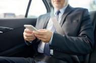 """CEO-ul unei companii de tehnologie a renuntat la smartphone: """"De cand am luat aceasta decizie sunt un lider mai eficient si mai atent cu angajatii mei"""""""