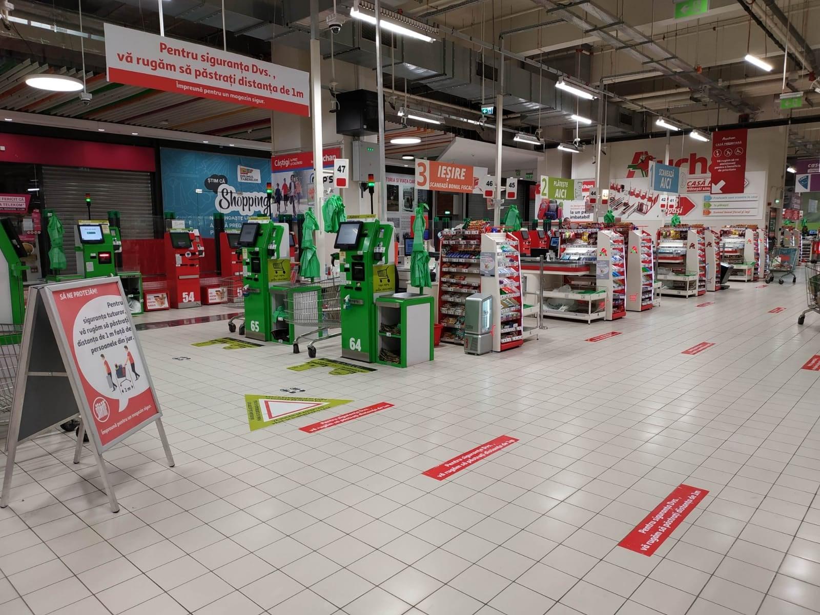 Coronavirus | Magazinele Auchan trec pe un program de funcționare zilnică 8.00-21.00 și suspendă transportul gratuit maxi-taxi pentru clienți pe toate rutele