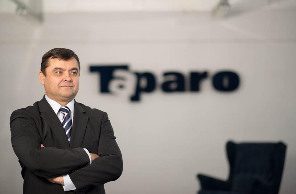 Taparo, fabrica de mobilă din Maramureș crește capacitatea de producție a echipamentelor de protecție pentru medici