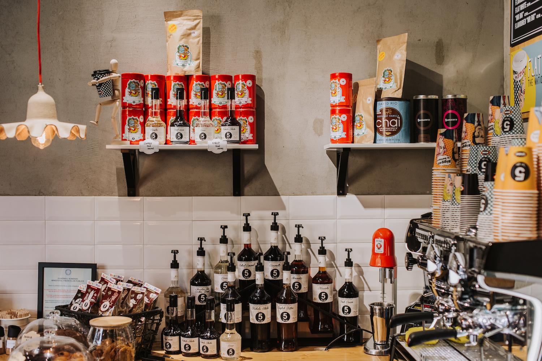 5 to go vrea să vândă în cafenele mai multe produse românești și caută producători interesați