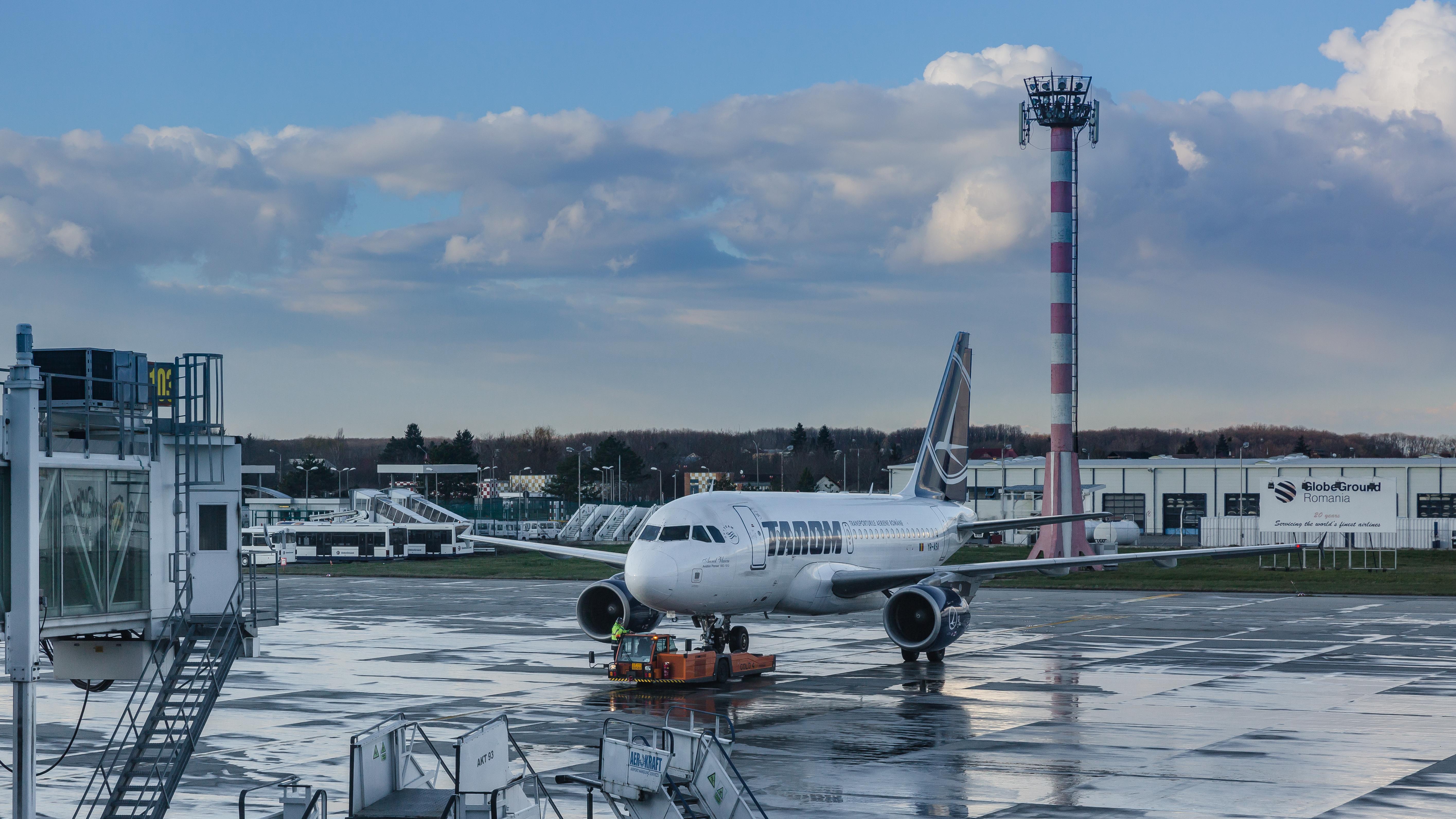 Tarom introduce zboruri din Bucureşti spre Roma, Milano şi retur, în data de 26 mai 2020