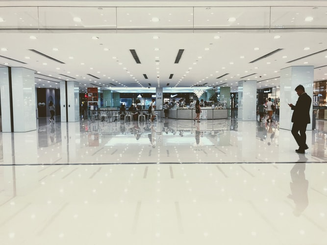 Când s-ar putea deschide mall-urile? Răspunsul ministrului Economiei