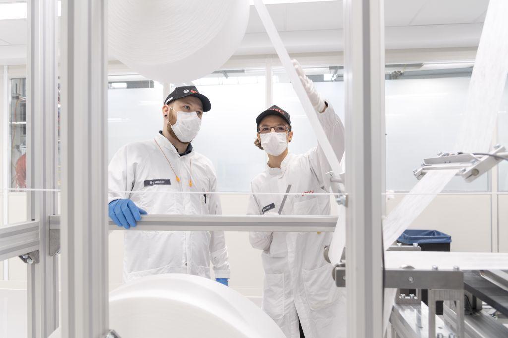 Coronavirus   Bosch pune în funcțiune o linie de producție pentru măști, complet automatizată