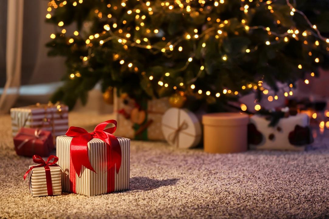 Studiu compari.ro: Românii vor cumpăra cadouri mai puține de Crăciun, dar mai scumpe