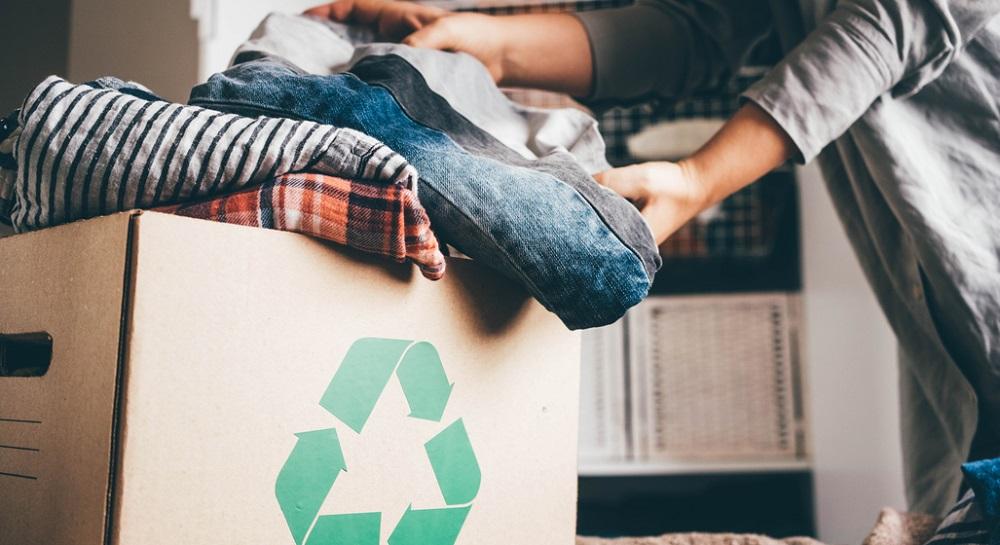 Cum și unde poți dona hainele vechi pentru a le da o nouă viață