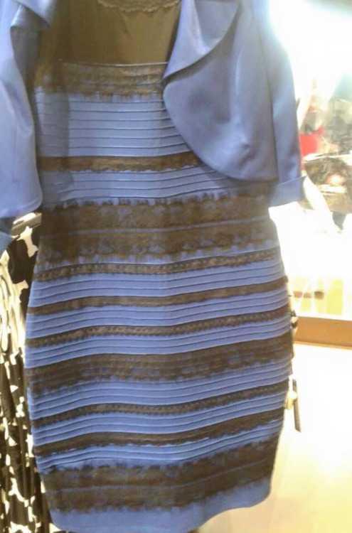 rochia alb cu auriu sau negru cu albastru