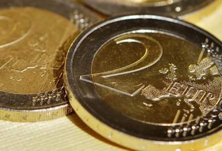 Leul a pierdut teren moderat fata de euro in piata interbancara, dar se tine mai bine ca alte valute din regiune