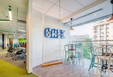 """Noua generatie de birouri: cum lucreaza consultantii CBRE si ce inseamna conceptul de """"hot desking"""" situat in inima Capitalei"""