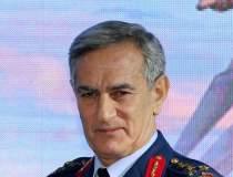 Generalul Akin Ozturk a...