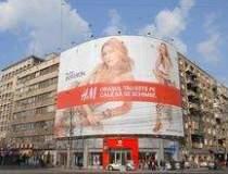 Cum se promoveaza H&M inainte...