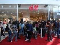 Cum a facut fata H&M la...
