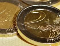 Euro a coborat sub 4,46 lei...