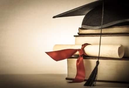 MENCS: Elevii din clasele a XI-a si a XII-a vor avea, in premiera, manuale gratuite