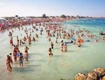 Peste 200.000 de turisti sunt...