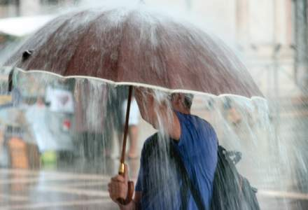 Avertizare ANM: Ploi si vijelii in aproape toata tara, ninsori la munte, de luni noapte pana joi