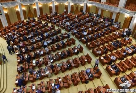 Sedinta Camerei Deputatilor in care se vota motiunea pe Justitie si Legea conversiei creditelor a fost suspendata din lipsa de cvorum