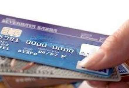 Numarul cardurilor active, la minimul ultimilor trei ani
