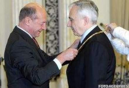 Basescu, ATAC la Isarescu: E foarte usor SA DAI DIN GURA!