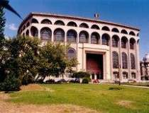 Fatada Teatrului National...