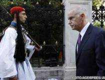 Premierul grec si-a remaniat...