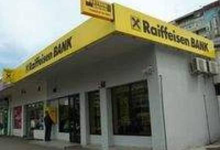 Raiffeisen sustine Smurd printr-un card de debit co-branded