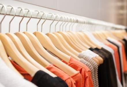 Jumatate dintre bucuresteni cheltuie minim 200 de lei pe luna pentru haine in mall