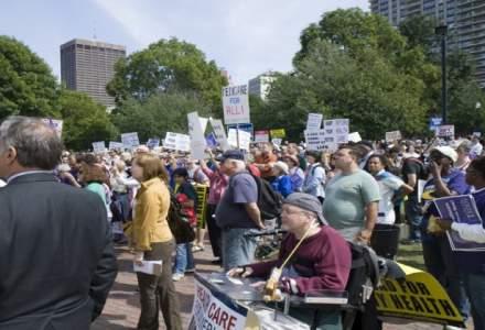 Aproximativ 60 de angajati ai CEH au protestat nemultumiti ca li s-a redus programul de munca si vor primi salarii mai mici