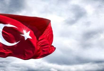 Turcia a demis inca 6.000 de politisti, bugetari si profesori universitari, in urma anchetelor de dupa tentativa de puci