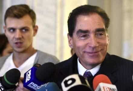 Fostul premier Petre Roman a venit la Parchetul instantei supreme pentru inculparea din dosarul Mineriadei