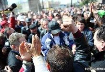 Proteste din cauza concedierilor de la Posta