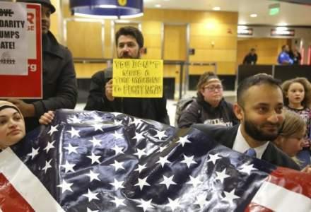 Mii de persoane au ocupat aeroporturile americane in semn de protest fata de ordinul executiv semnat de Donald Trump