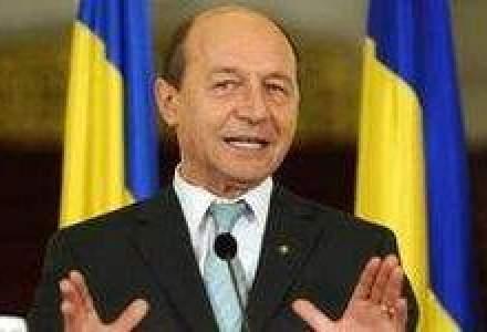 Basescu: Economiile facute de Romania trebuie sa mearga la fondul de pensii, nu la salarii