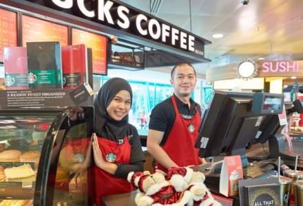 """""""Efectul Trump""""? Starbucks vrea sa angajeze 10.000 de refugiati in cafenelele sale din SUA si alte 74 de tari"""