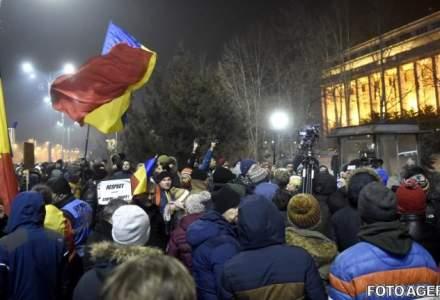 A patra zi de proteste: 300.000 de oameni in toata tara, 150.000 in Capitala. S-a protestat pasnic, s-a cantat imnul, iar la final Piata Victoriei era mai curata ca de obicei