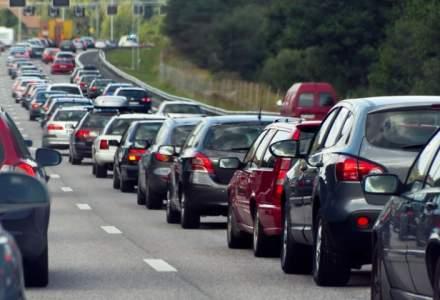 Coloane de masini pe Valea Prahovei; este aglomeratie pe DN1 si la intersectia acestuia cu DN73A, la Predeal