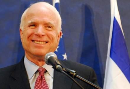 "John McCain avertizeaza ca eliminarea presei libere este modul in care ""incep dictatorii"""